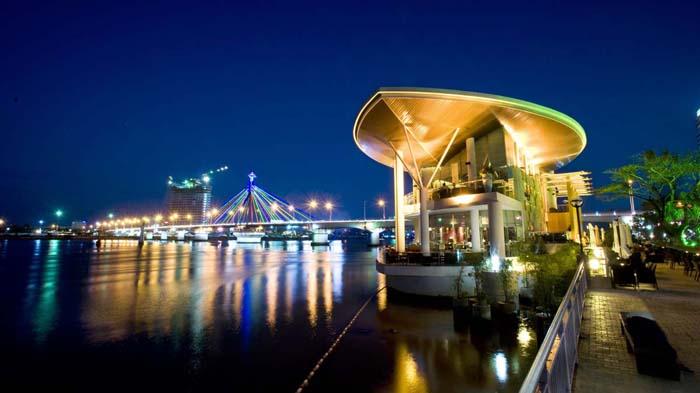 The restaurant on Han river in Da Nang City