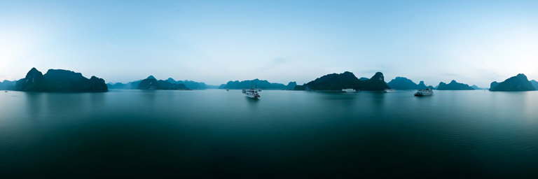 Romantic scenery of Ha Long Bay is suitable for honeymoon vacation!