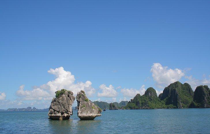 Hon Ga Choi or Coqs Fighting Island in Halong Bay