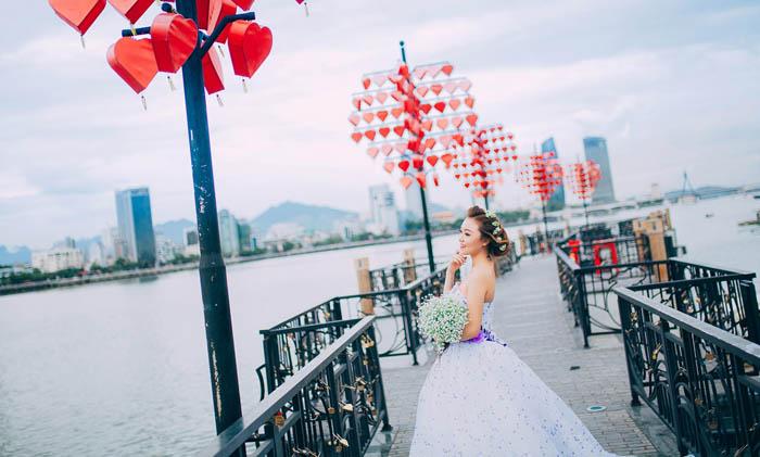 Wedding photography at Lovers Bridge in Da Nang City