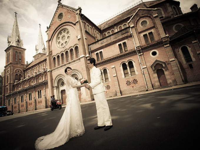 Pre-wedding photography at Note Dame Cathedral