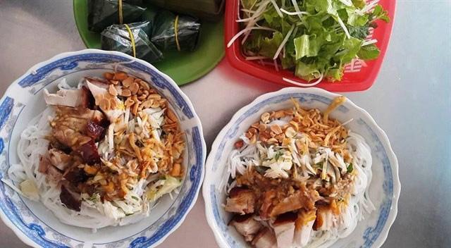 Bun Mam at Han Market