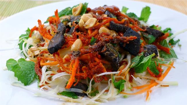 Dried beef salad at Hoa Khanh Night Market