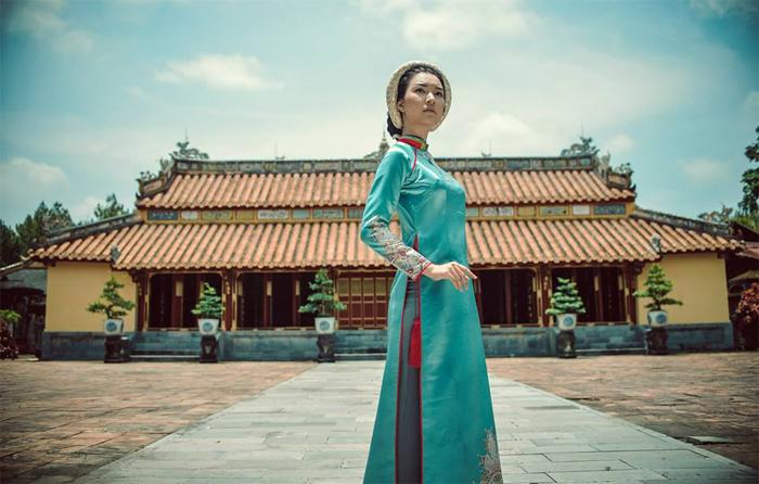 Take photograph at Hue Imperial Citadel