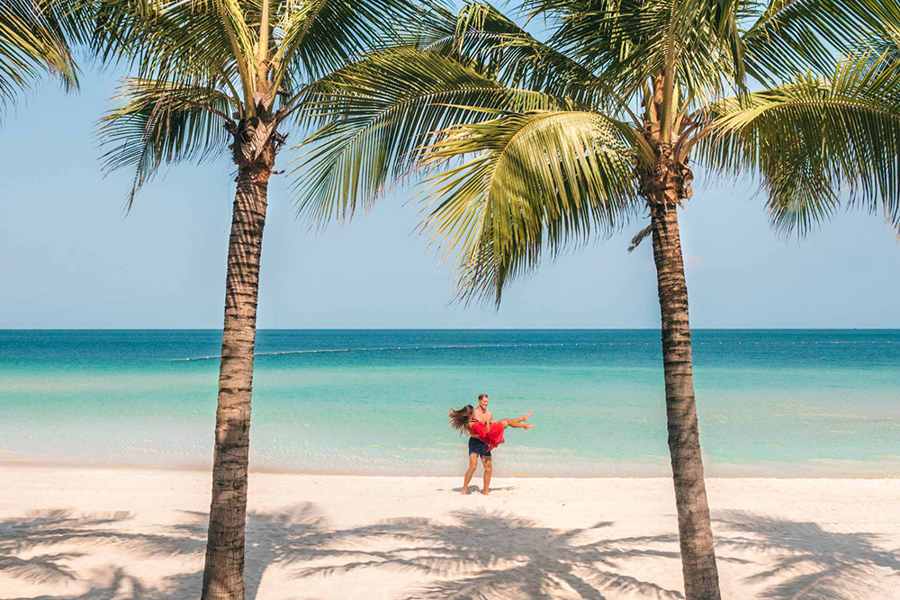 Sunny vacation on Phu Quoc island is good choice for honeymooners